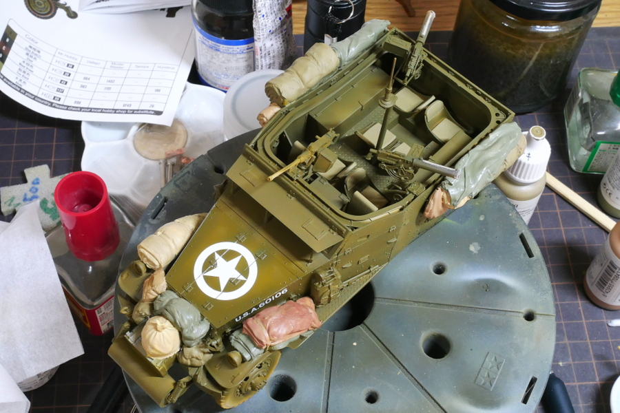 U.S. M3A1 WHITE SCOUT CAR EARLY PRODUCTION HOBBY BOSS 1/35 PAINTING