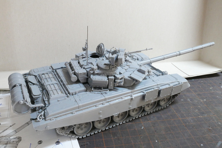 T-90 RUSSIAN MAIN BATTLE TANK ZVEZDA 1/35 MAKING