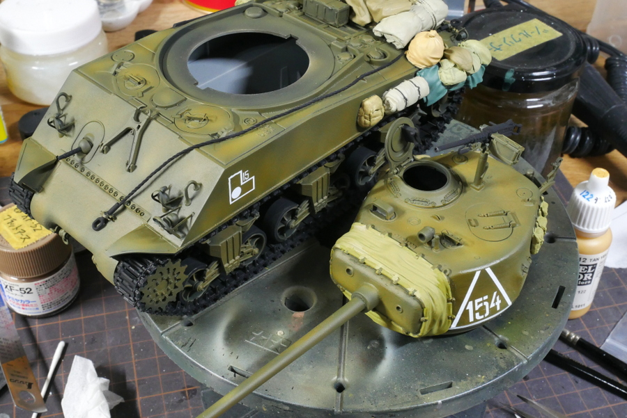 SHERMAN TANK M4A2 (76) RED ARMY DRAGON 1/35 PAINTING