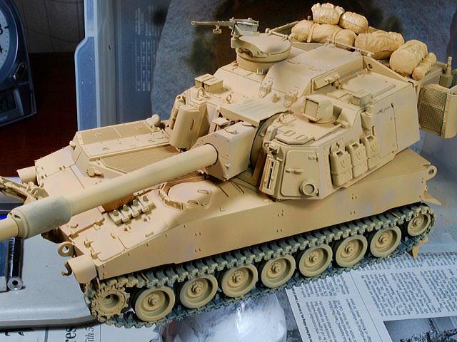 M109A6 パラディン イタレリ 1/35 イラク戦争時の車両としたいのでサンド系の車体色