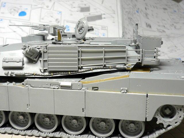 M1A1エイブラムス AIM ドラゴン 組立 側面