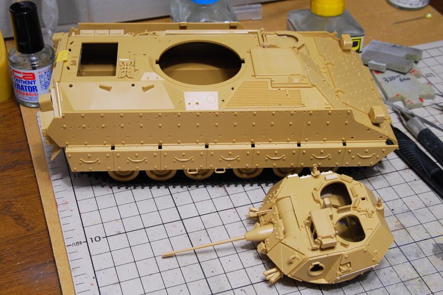 M2A2ODS ブラッドレー タミヤ 1/35 増加装甲とリベットがたくさん