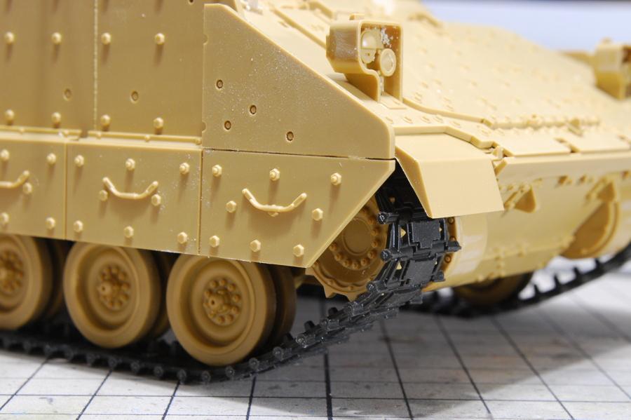 M2A2ODS ブラッドレー タミヤ 1/35 キャタピラのカクカク感