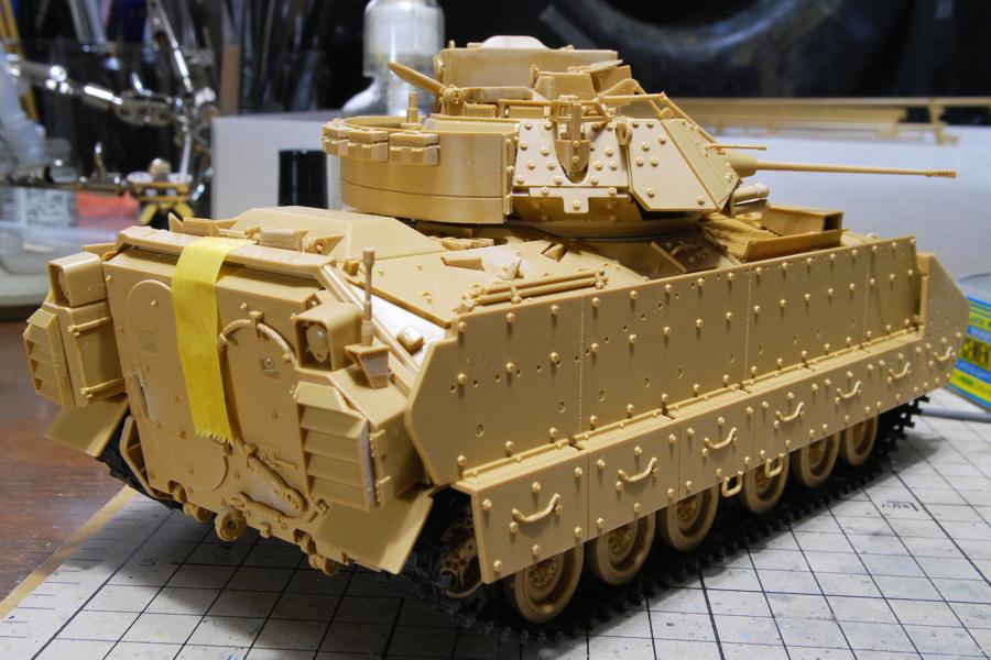 M2A2ODS ブラッドレー タミヤ 1/35 大きな後部乗降扉