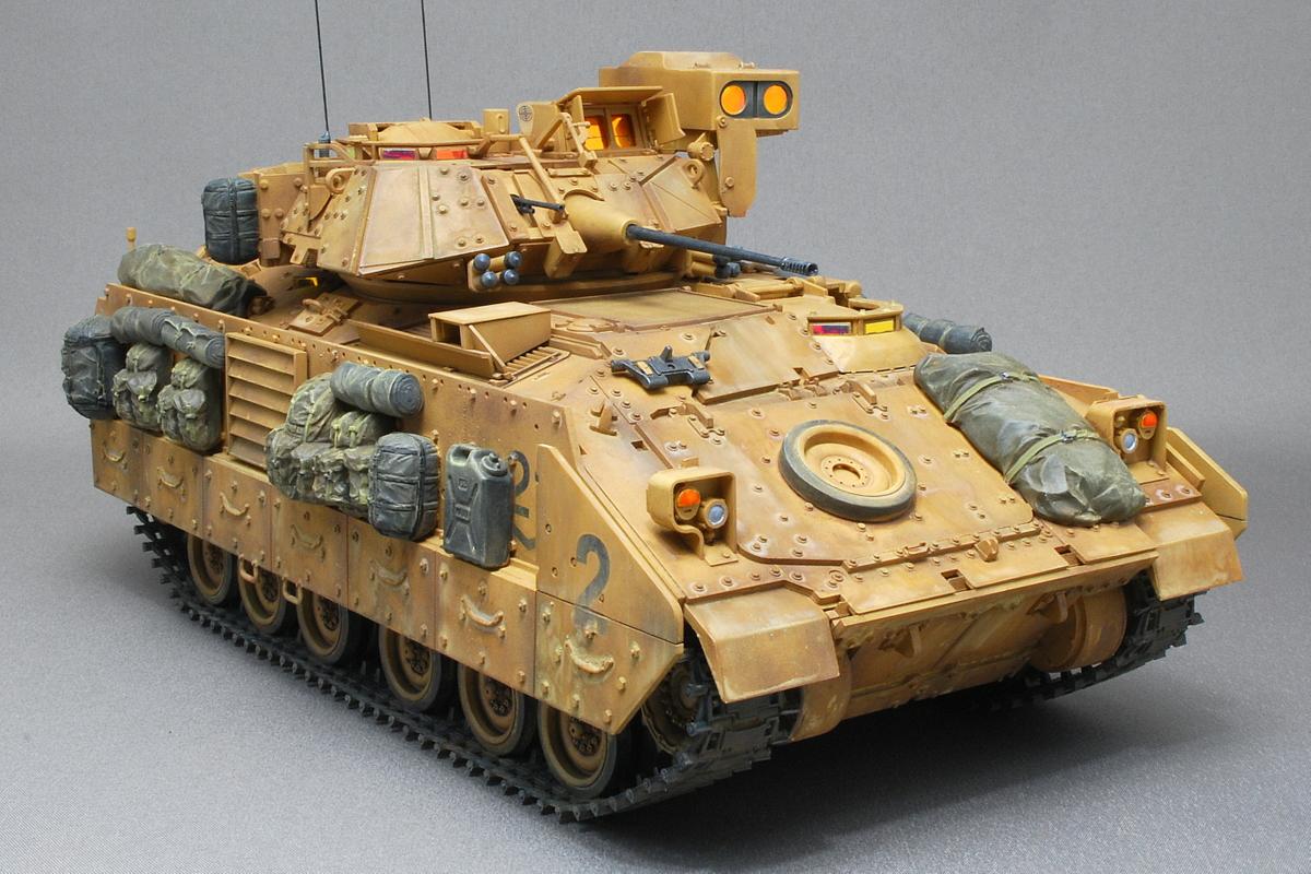 M2A2ODS ブラッドレー タミヤ 1/35 完成写真 アルコールと水性塗料で車体表面に埃の効果