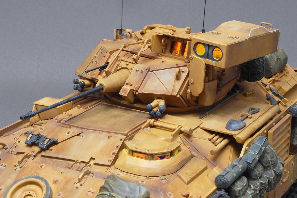 M2A2ODS ブラッドレー タミヤ 1/35 完成写真 ぺリスコープなどにはAFVクラブの反射防止コーティング