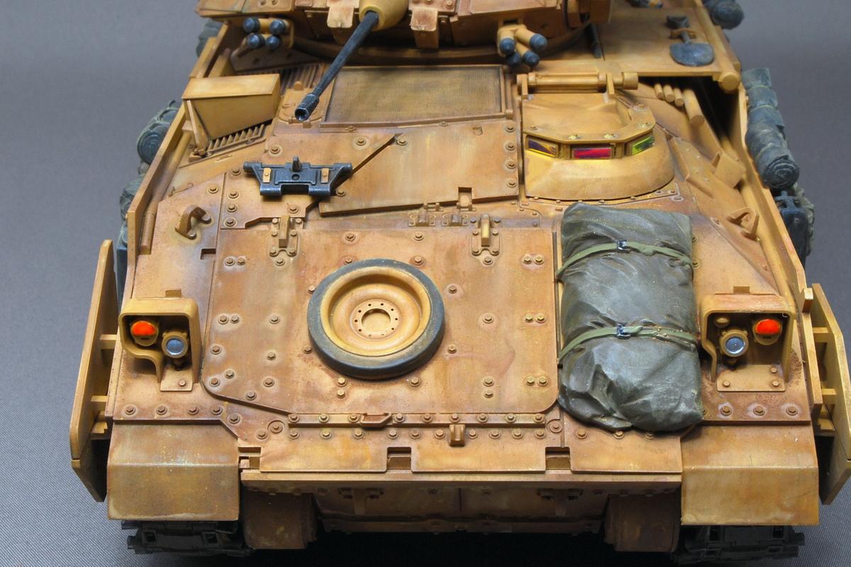 M2A2ODS ブラッドレー タミヤ 1/35 完成写真 予備転輪