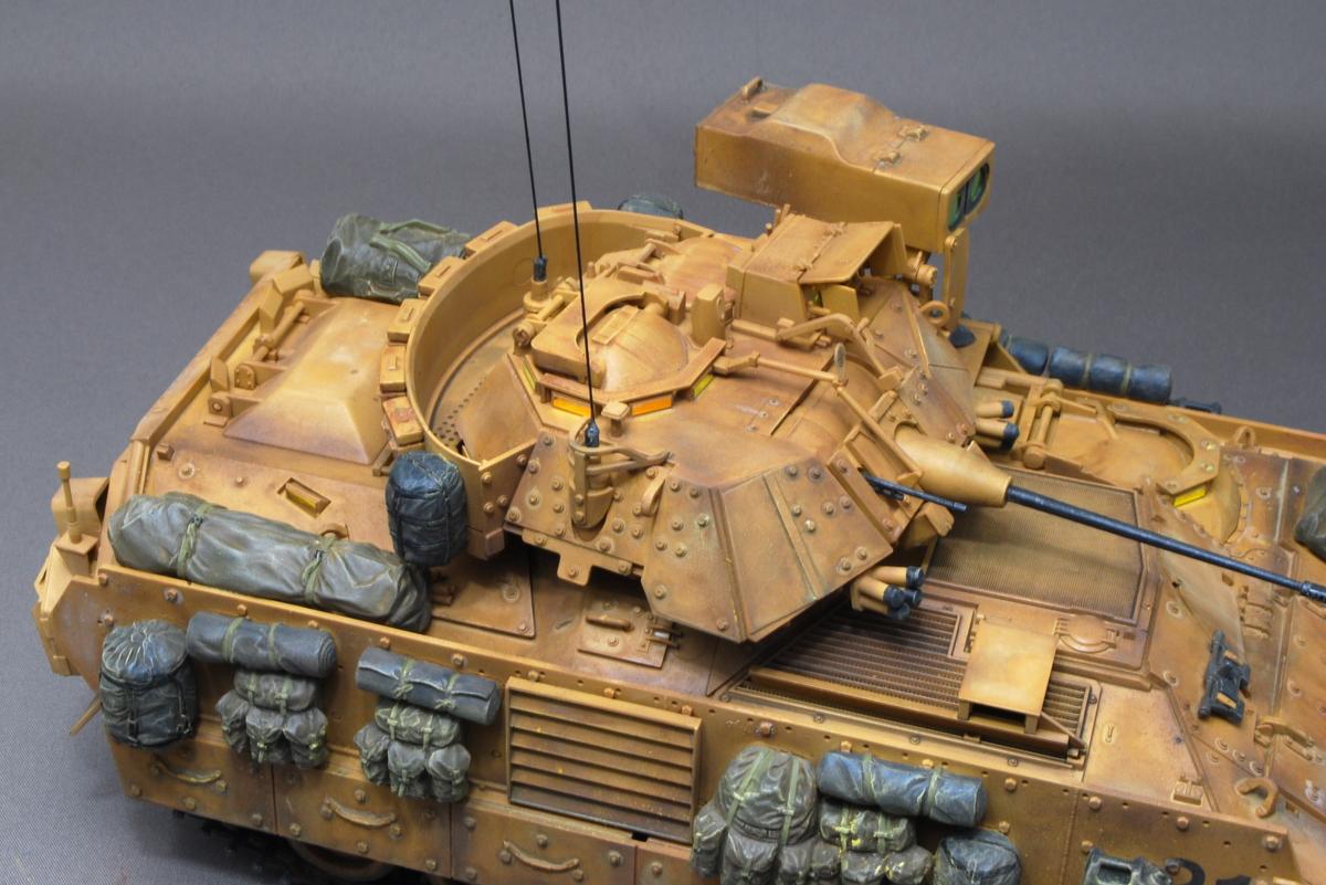 M2A2ODS ブラッドレー タミヤ 1/35 完成写真 ペリスコープやミサイルランチャー