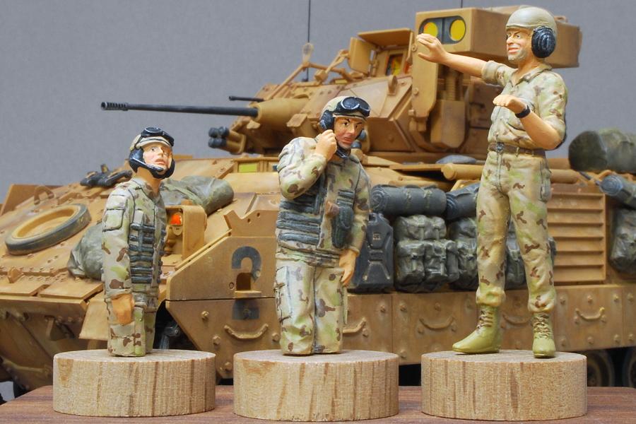 M2A2ODS ブラッドレー タミヤ 1/35 完成写真 戦車兵3体