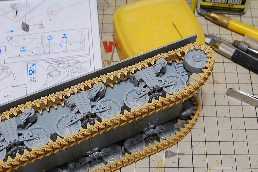 M4A2シャーマン戦車 ドラゴン 1/35 ドラゴンスチレンのベルトキャタピラの修正