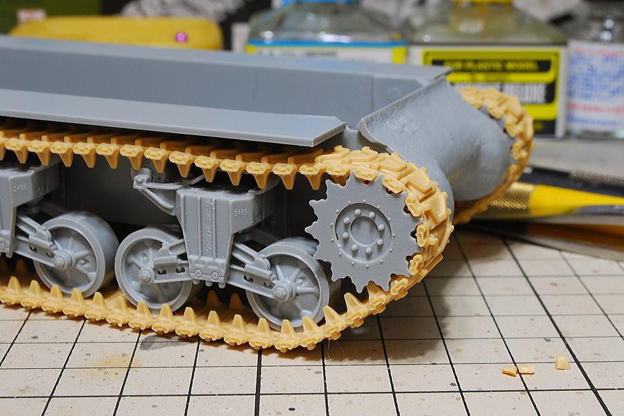 M4A2シャーマン戦車 ドラゴン 1/35 起動輪に沿った曲面 キャタピラ