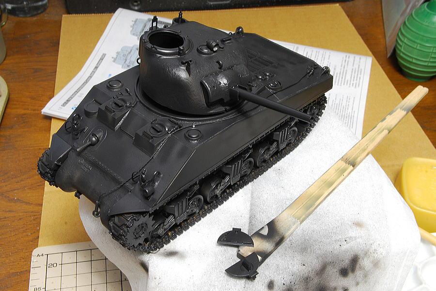 M4A2シャーマン戦車 ドラゴン 1/35 下地塗装は今回も黒