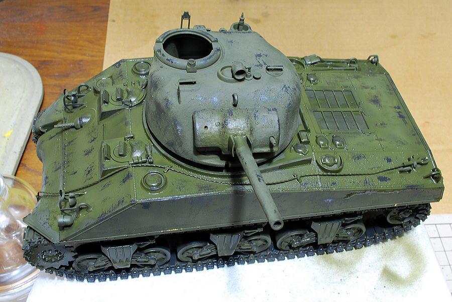 M4A2シャーマン戦車 ドラゴン 1/35 水で濡らして下地の黒を出す