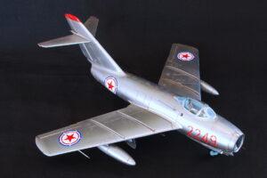MiG-15bis ファゴットB トランペッター 1/48 機体全体はナチュラルメタルの銀塗装