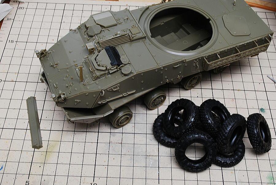 M1128 MGSストライカー AFVクラブ 1/35 フロントバンパーを取り付け