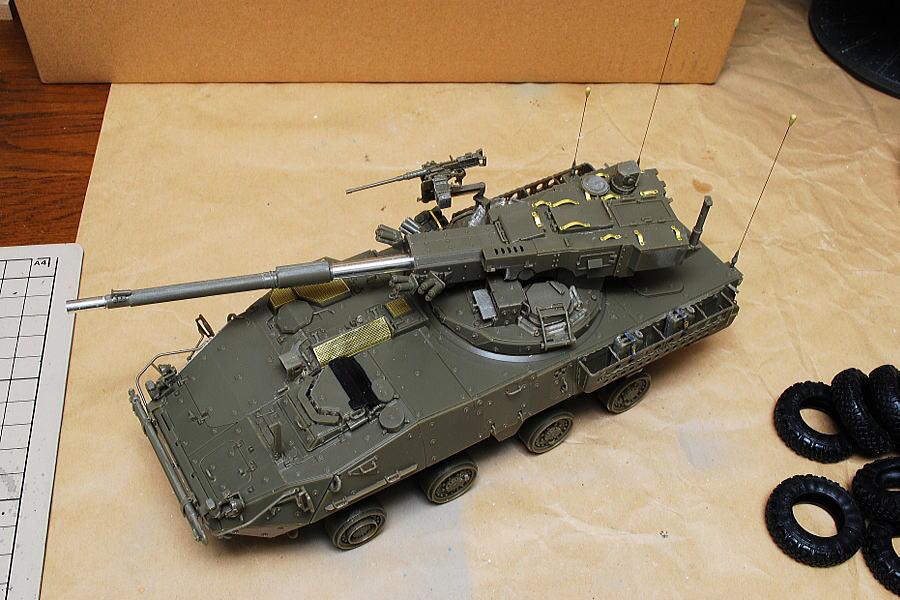 M1128 MGSストライカー AFVクラブ 1/35 アンテナの先っちょの丸いの、パテで作ったのですがちょっと大きすぎたか