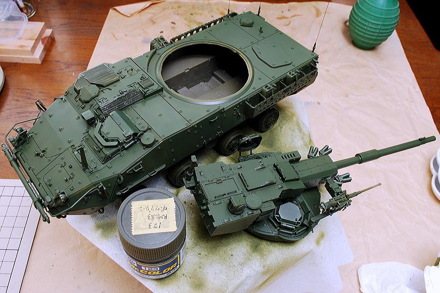 M1128 MGSストライカー AFVクラブ 1/35 RML83ダークグリーンを塗装