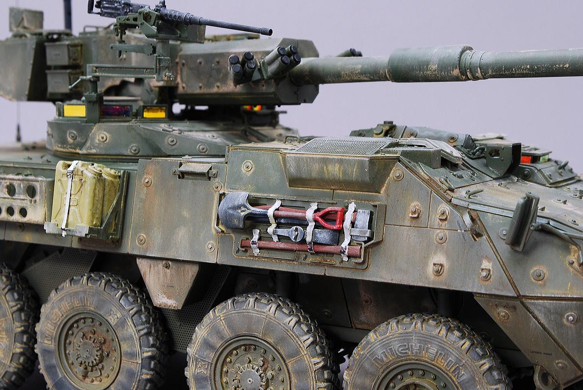 M1128 MGSストライカー AFVクラブ 1/35 完成写真 車外装備のスコップ