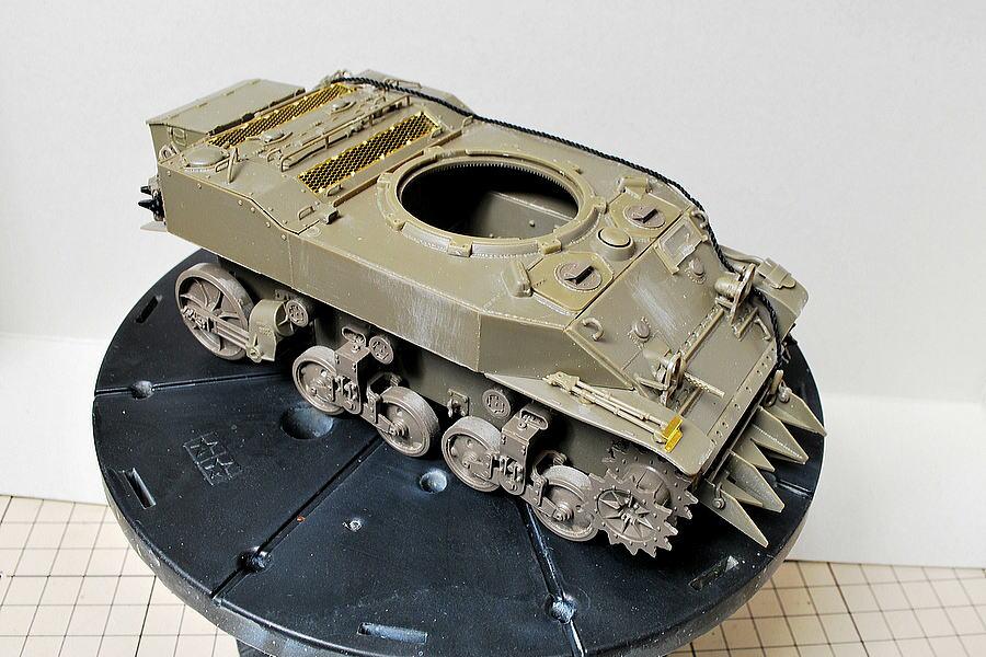 M5A1 スチュアート AFVクラブ 1/35 起動輪と誘導輪、各転輪は前期型と後期型選べる
