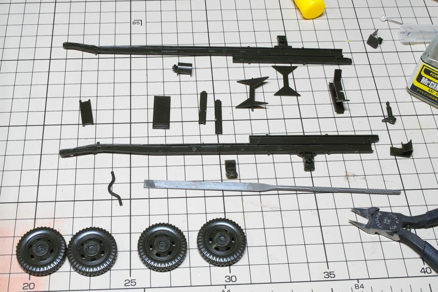 2.5トン カーゴトラック 6 x 6 イタレリ 1/35 フレームから組み立て