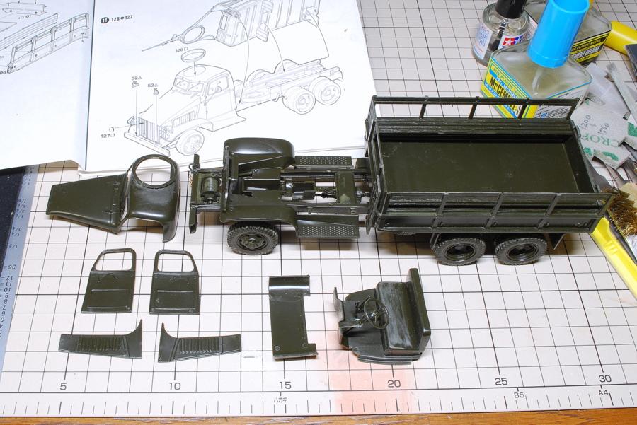 2.5トン カーゴトラック 6 x 6 イタレリ 1/35 荷台はシャーシと接着