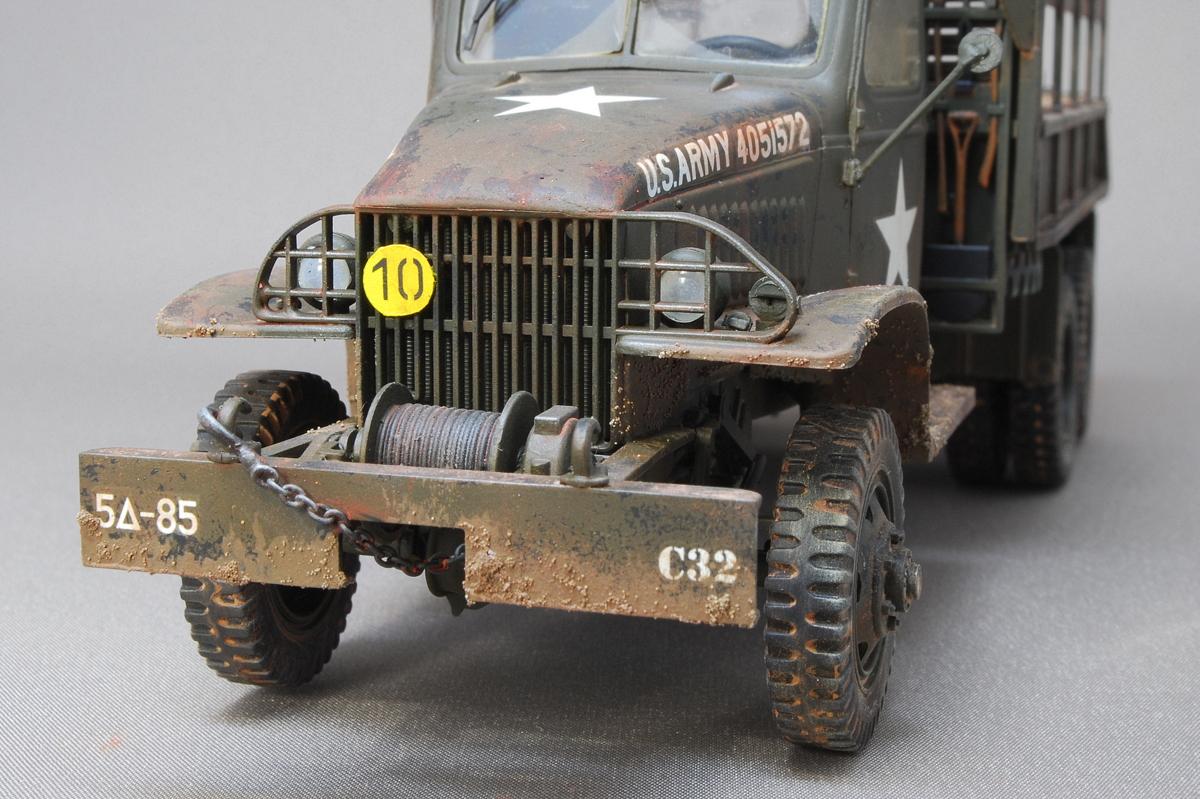 2.5トン カーゴトラック 6 x 6 イタレリ 1/35 完成写真 ヘッドライトとフロントバンパー