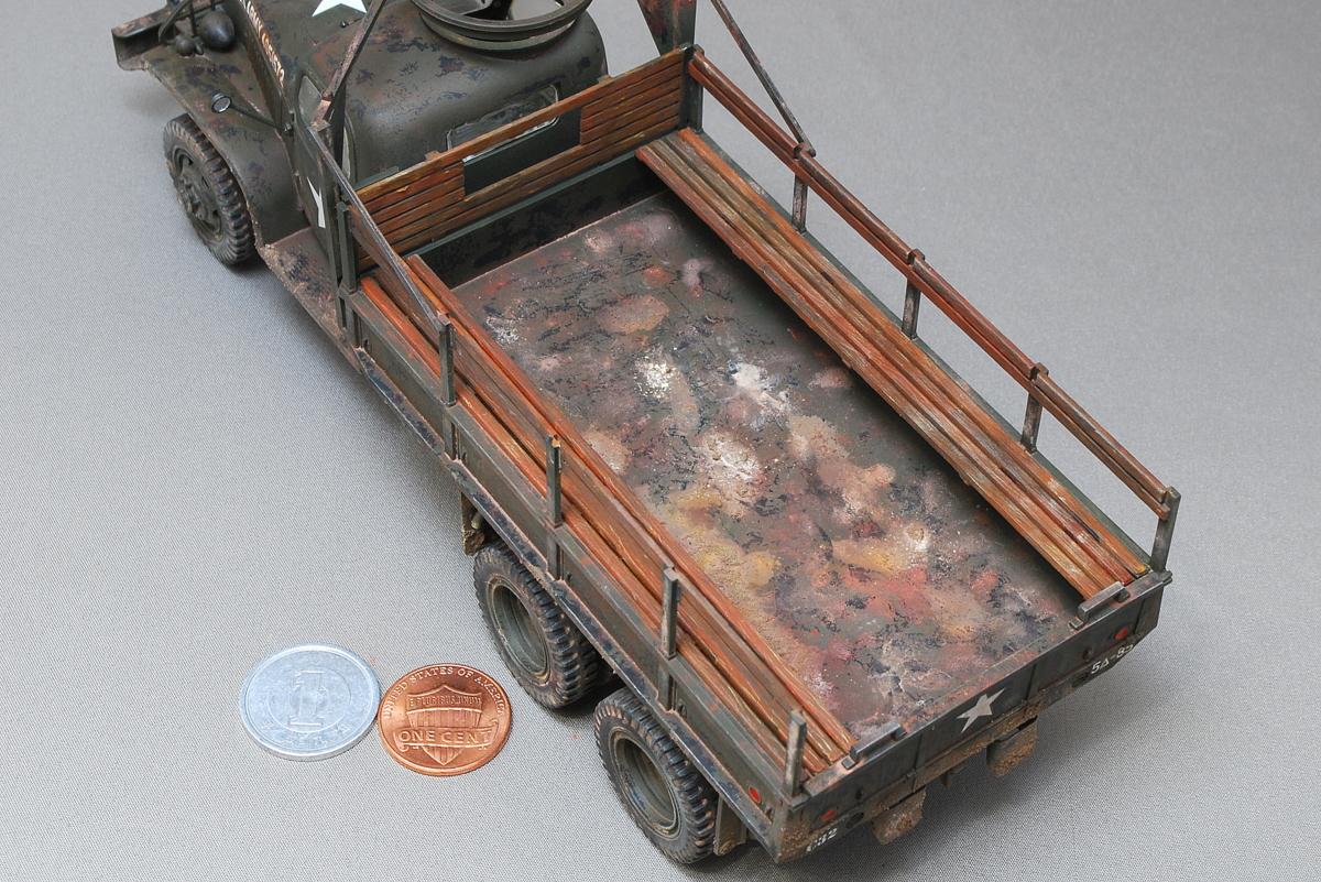 2.5トン カーゴトラック 6 x 6 イタレリ 1/35 完成写真 トラックの荷台のウェザリング