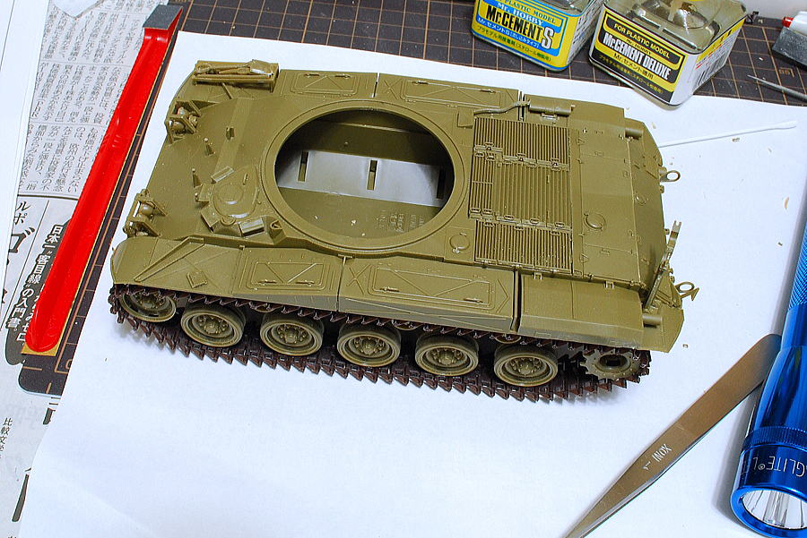M41A3 ウォーカー・ブルドッグ AFVクラブ 1/35 車体下部の組立が完了