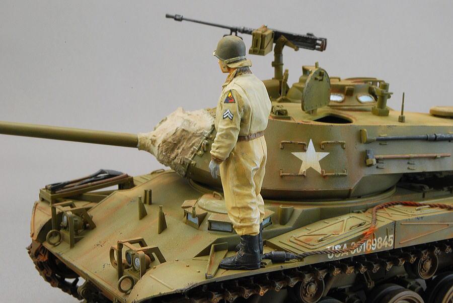 左肩には第1機甲師団の師団マーク アルパインの戦車兵