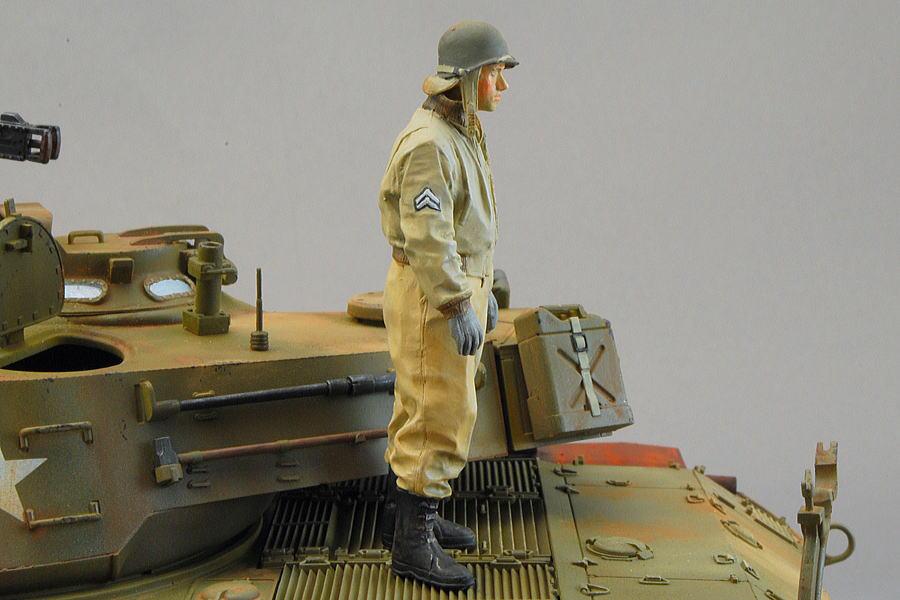 アルパインの戦車兵と階級章筆塗り
